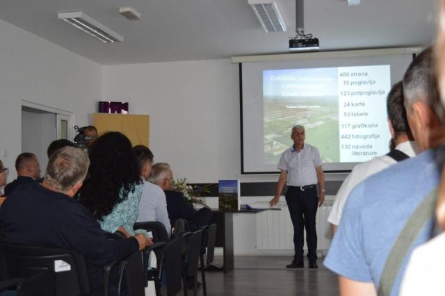 О књизи је на промоцији говорио  коаутор проф. др Жарко Илин, редовни професор на Пољопривредном факултету Новосадског универзитета