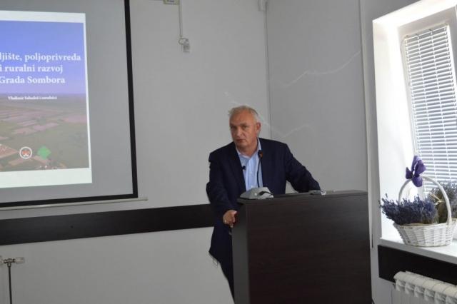 Аутор књиге,  дипл. инг. пољопривреде Владимир Сабадош, директор ПСС Сомбор.