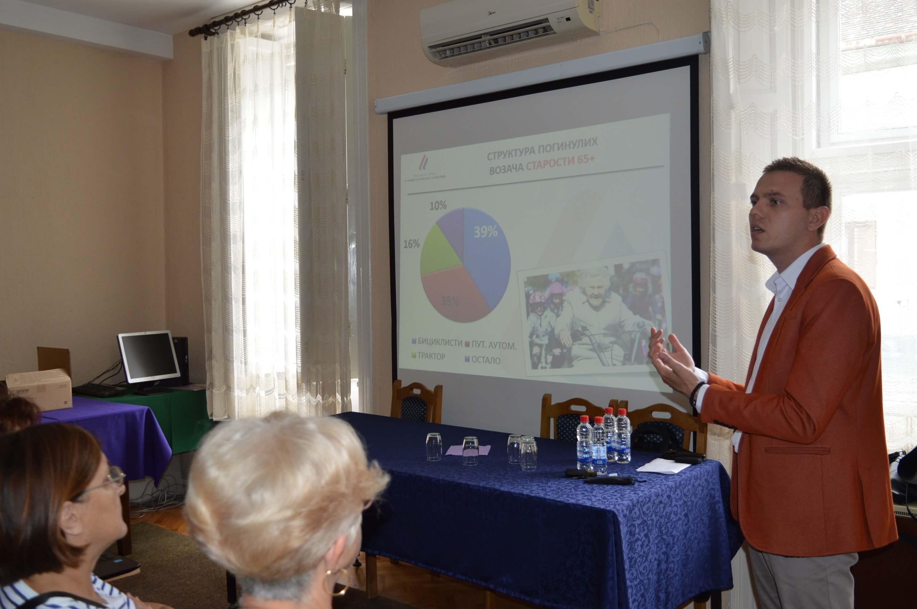 Томислав Петровић из Агенције за безбедност саобраћаја је одржао презентацију