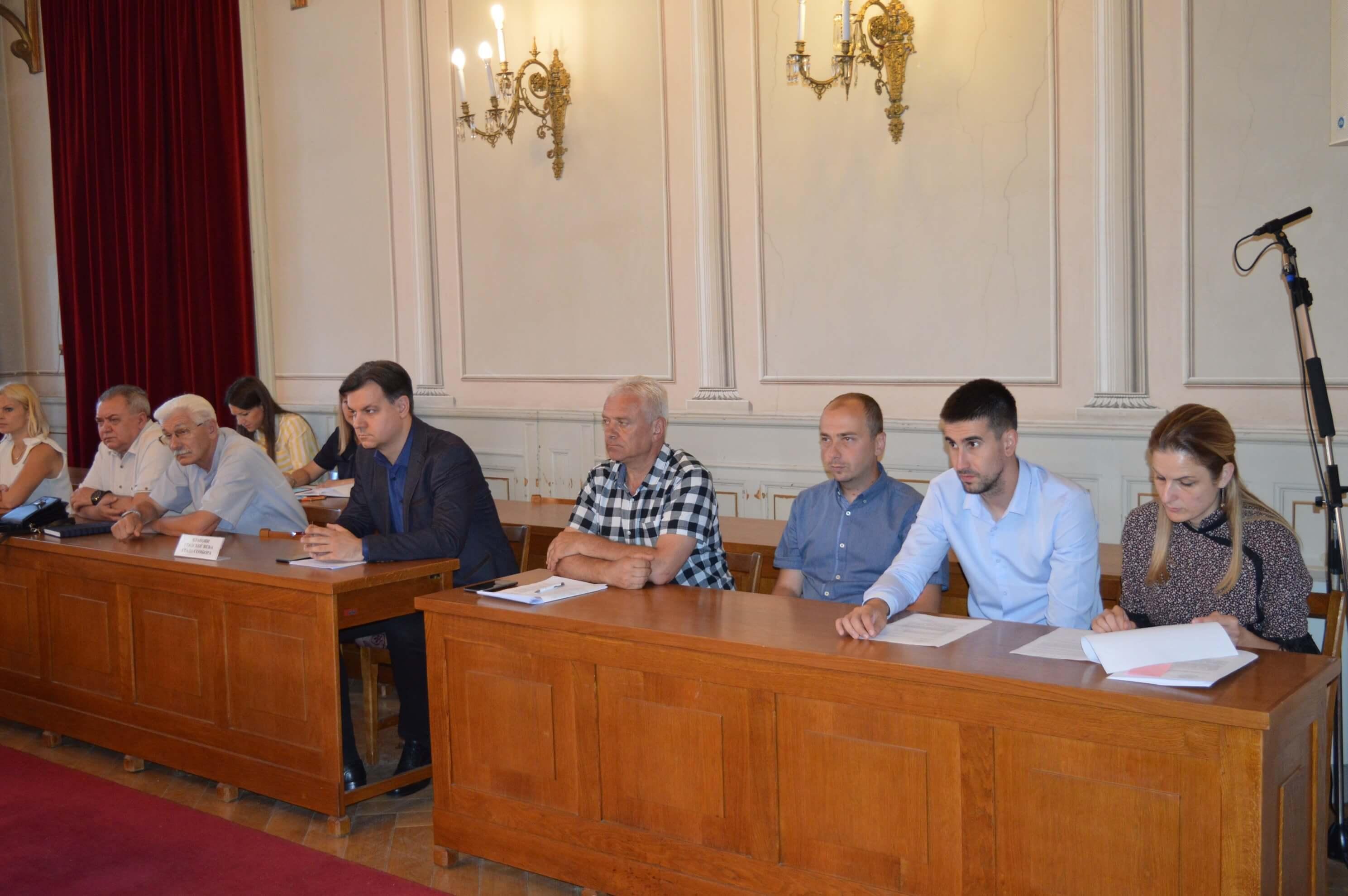 Градоначелница Сомбора Душанка Голубовић и чланови Градског већа