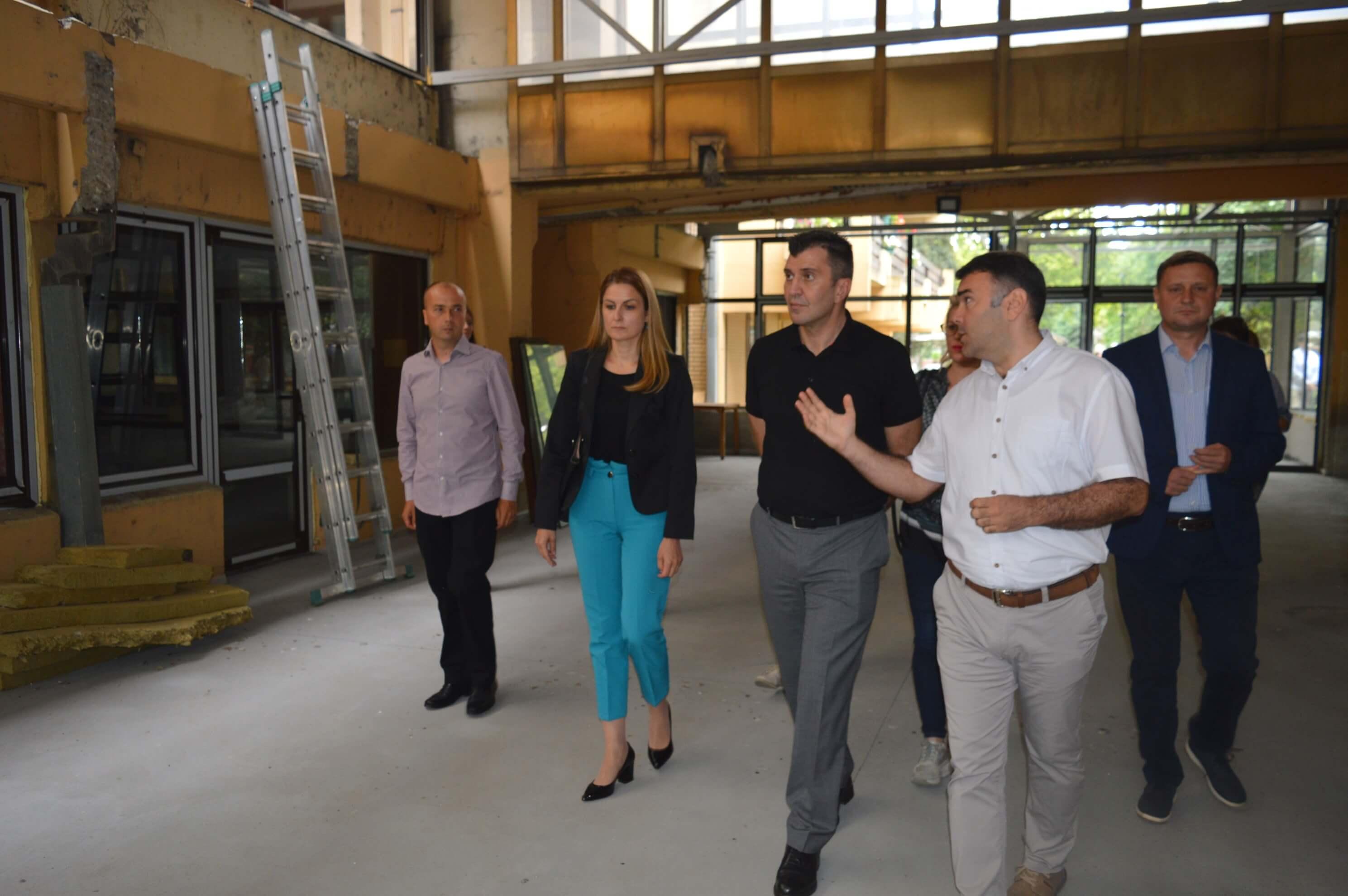Министар Зоран Ђорђевић и градоначелница Сомбора Душанка Голубовић са сарадницима обишли су радове на реконструкцији Геронтолошког центра Сомбор