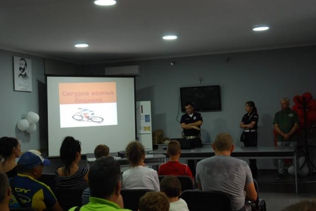 Представници Саобраћајне полиције ПУ Сомбор Рената Рајчањи и Предраг Манојловић одржали су презентацију о безбедном учешћу у саобраћају