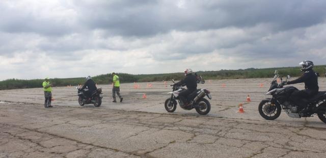 Тренинг се састојао од низа вежби које су имале улогу да помогну избегавању ризичних ситуација у којима се мотоциклисти могу задесити током вожње.
