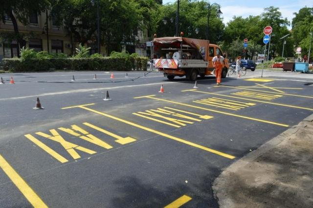 Обележавањем паркинг места завршени су радови на реконструкцији паркинга код Вајдингера