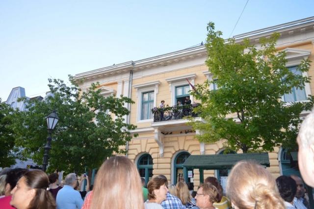 Сомборски балкони уместо бине