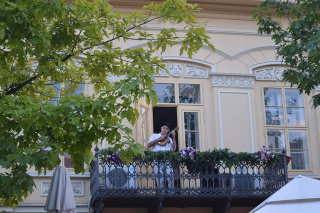 Украшени балкони показивали су места музички наступа