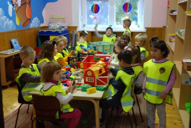 Деца из Вртића одужила се пригодном песмом