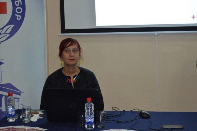Наташа Тодоровић, психолог, запослена у Црвеном крсту Србије као стручни сарадник на програмима и истраживањима која се баве старењем