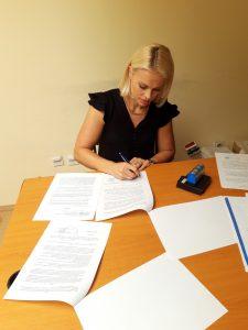 """Антонија Нађ Косановић потписала уговор за финансирање пројекта """"Опремање Омладинског клуба Града Сомбора"""""""