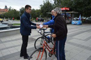Председник Савета за безбедност саобраћаја, заменик градоначелнице Антонио Ратковић у акцији подела светлосних сетова у оквиру Европске недеље мобилности