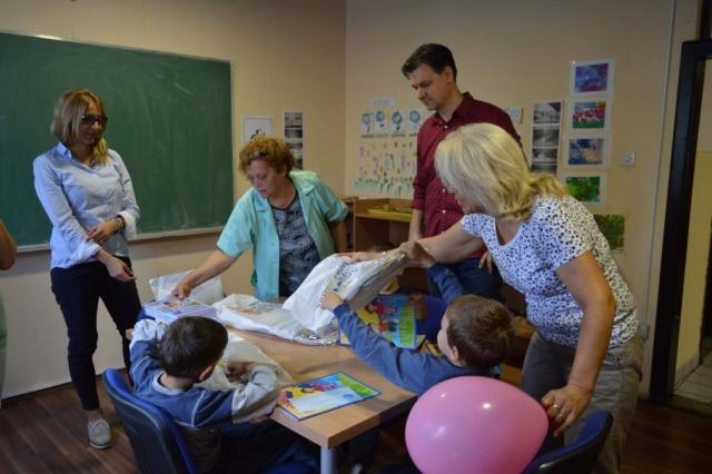 Градоначелница Сомбора Душанка Голубовић и ђак генерације Тања Недељков