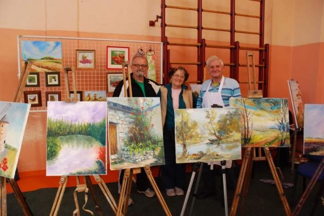Изложбени експонати дело самих чланова Удружења пензионера