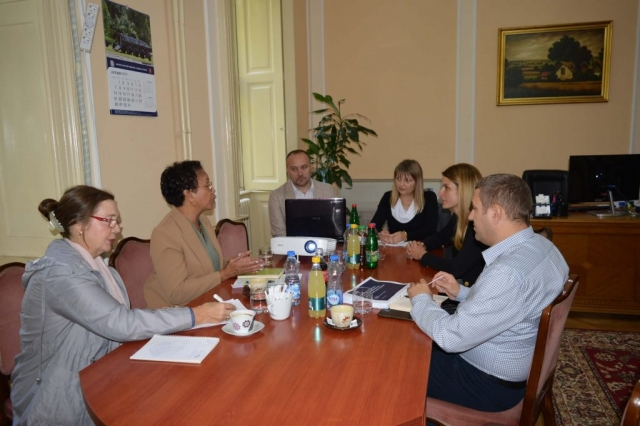 Gradonačelnica Sombora, Dušanka Golubović i načelnica gradske uprave Helena Roksandić Musulin održale su sastanak sa delegacijom USAID Projekta za odgovornu vlast i predstavnikom CESID-a