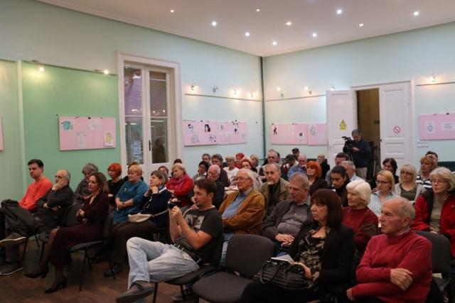 """У Градској библиотеци, у понедељак, 28. октобра, представљена је нова књига Душана Савића """"Главном улицом"""""""