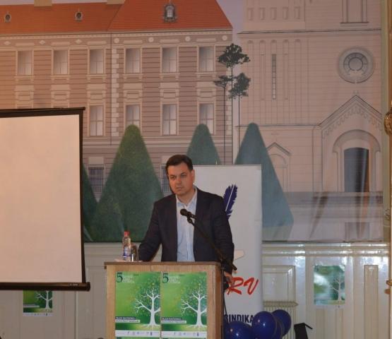 Većnik grada Sombora Nemanja Sarač istakao je dobru saradnju grada i prosvetnih radnika