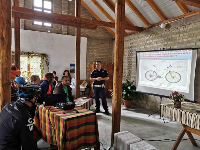 Представник Саобраћајне полиције ПУ у Сомбору Предраг Манојловић одржао је предавање о безбедности бициклиста у саобраћају