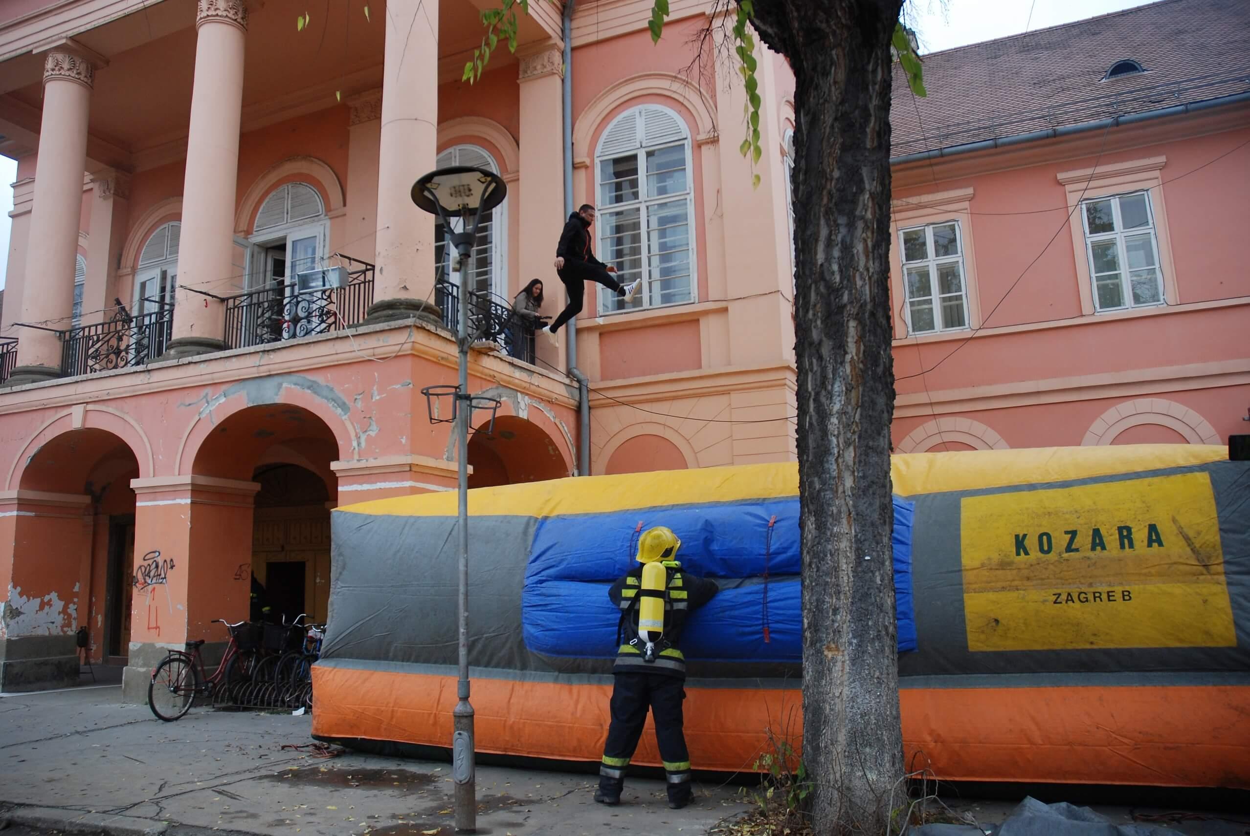 Приказ евакуације из запаљеног објекта