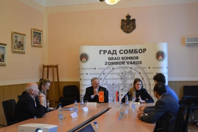 Gradonačelnica Dušanka Golubović danas je ugostila novog generalnog konzula Republike Crne Gore Dragana Đurovića