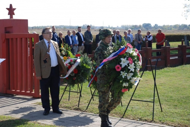 На споменик Црвеноармејаца венац је положио Александар Николајевич Конанихин,  први секретар Амбасаде Руске Федерације