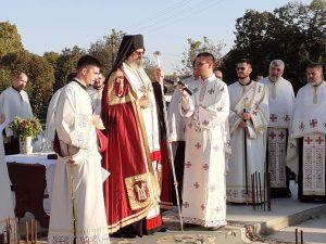 Преосвећени владика Исихије истакао је присутним грађанима да је  велика радост житеља једног села, какво је Кљајићево, да после више деценија добије православни храм. То је тежња која коначно долази до испуњења