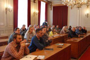 Први састанак одржан је у Великој сали Скупштине града Сомбора у уторак 5. новембра за грађане и представнике градских месних заједница