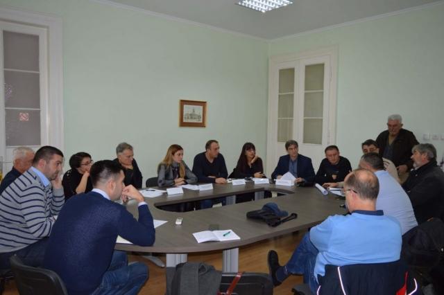 Градоначелница Душанка Голубовић са тимом сарадника у разговору са грађанима